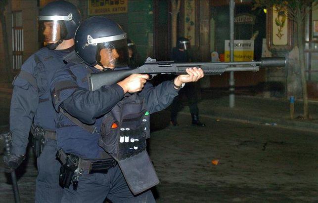 Barcellona, Mossos de Esquadra con fucile M4 Benelli