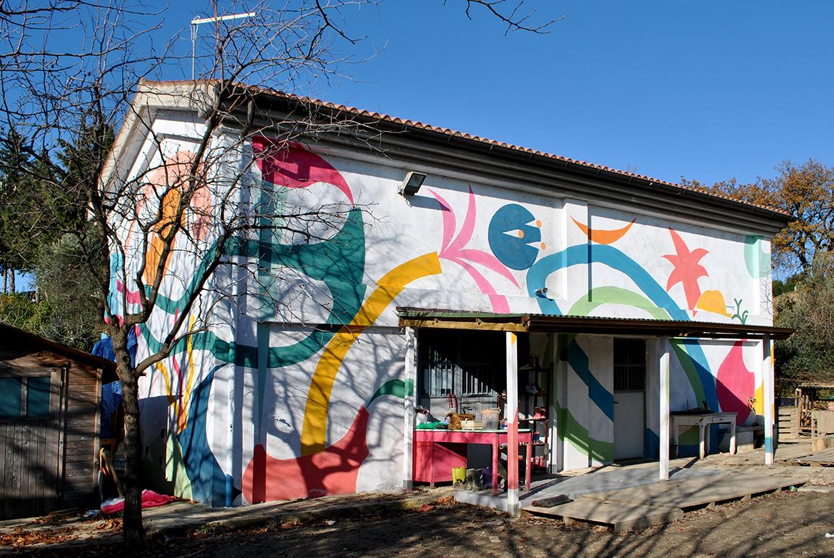 Mural di Turbosafary sulla facciata esterna di Serendipità