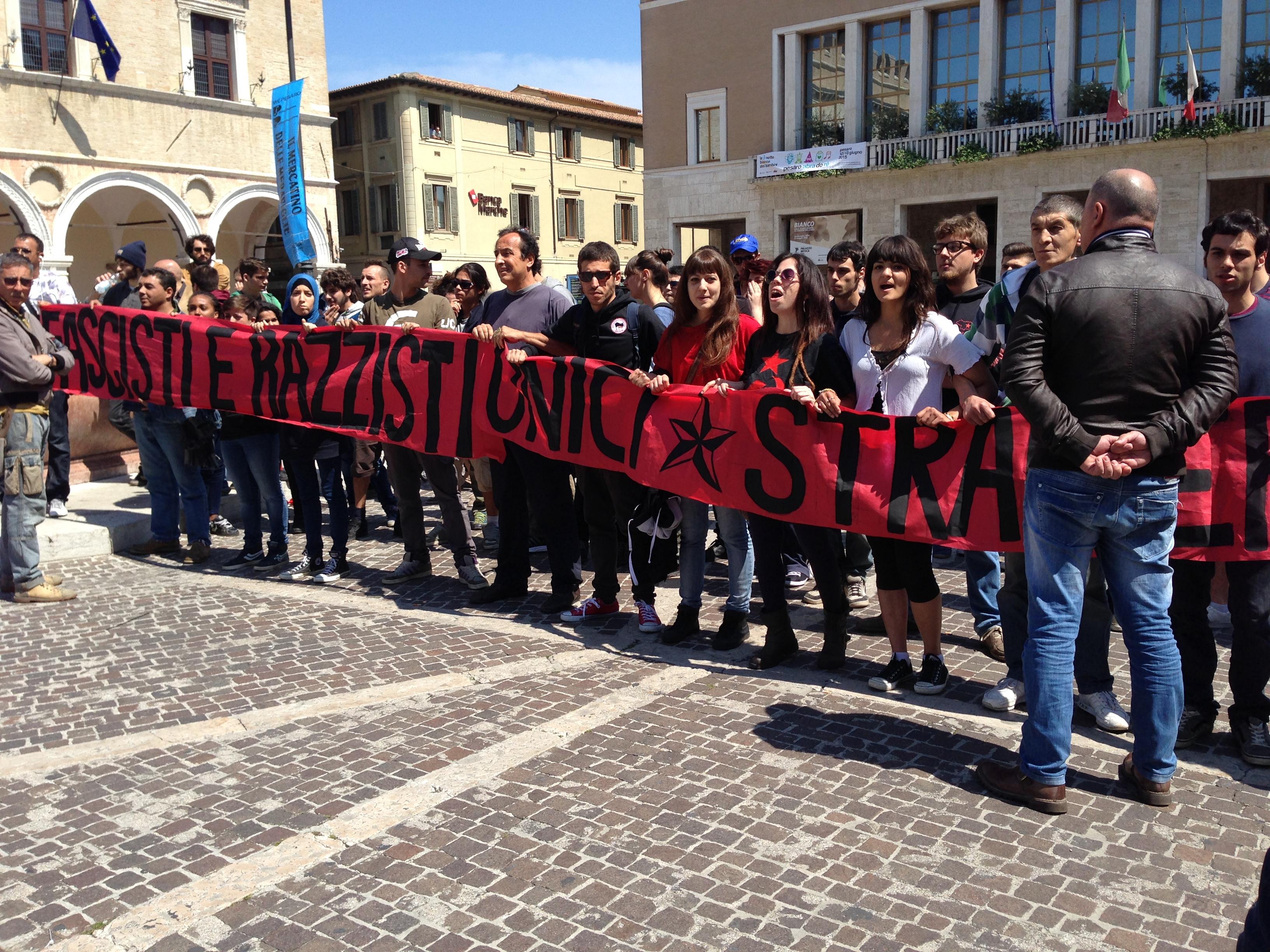 Manifestazione contro Salvini, Pesaro, 25 maggio 2015 - Foto di Cindy